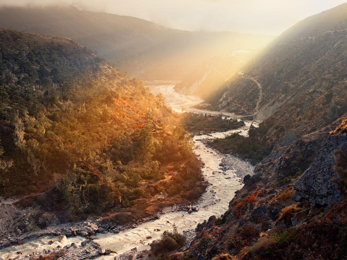 Höchste Eisenbahnbrücke der Welt im Himalaya