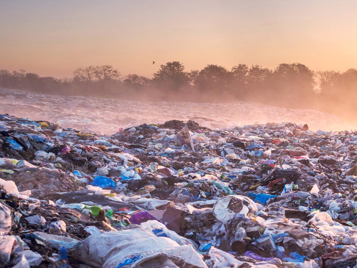 Kunststoff-Recycling: Wie aus Plastik wieder Öl wird
