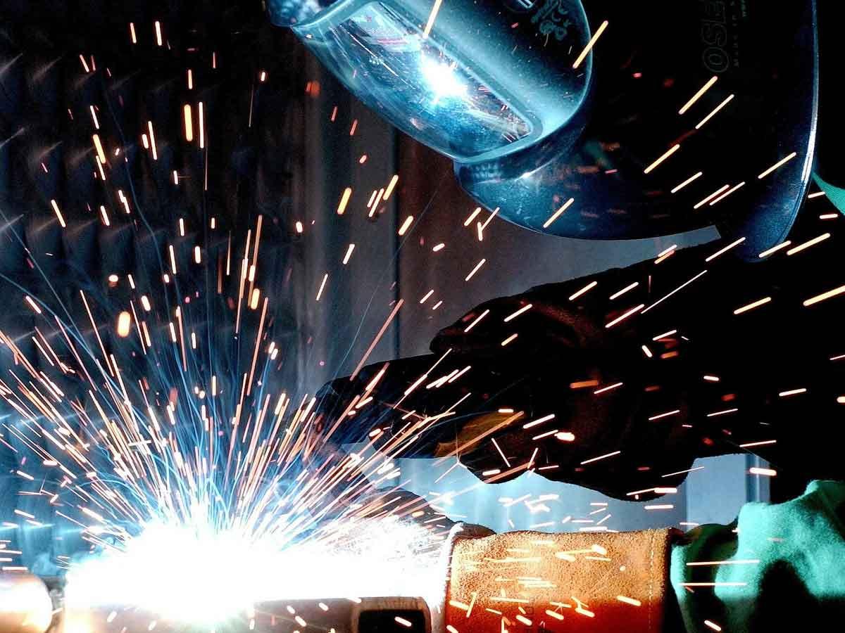 Industrieproduktion trotz Lichtblicke weiter rückläufig