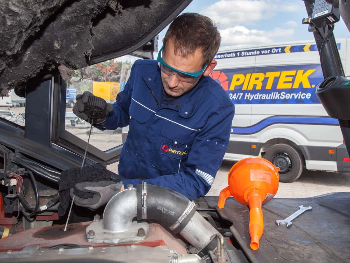 Mobiler Hydraulikservice gegen Maschinenstillstände