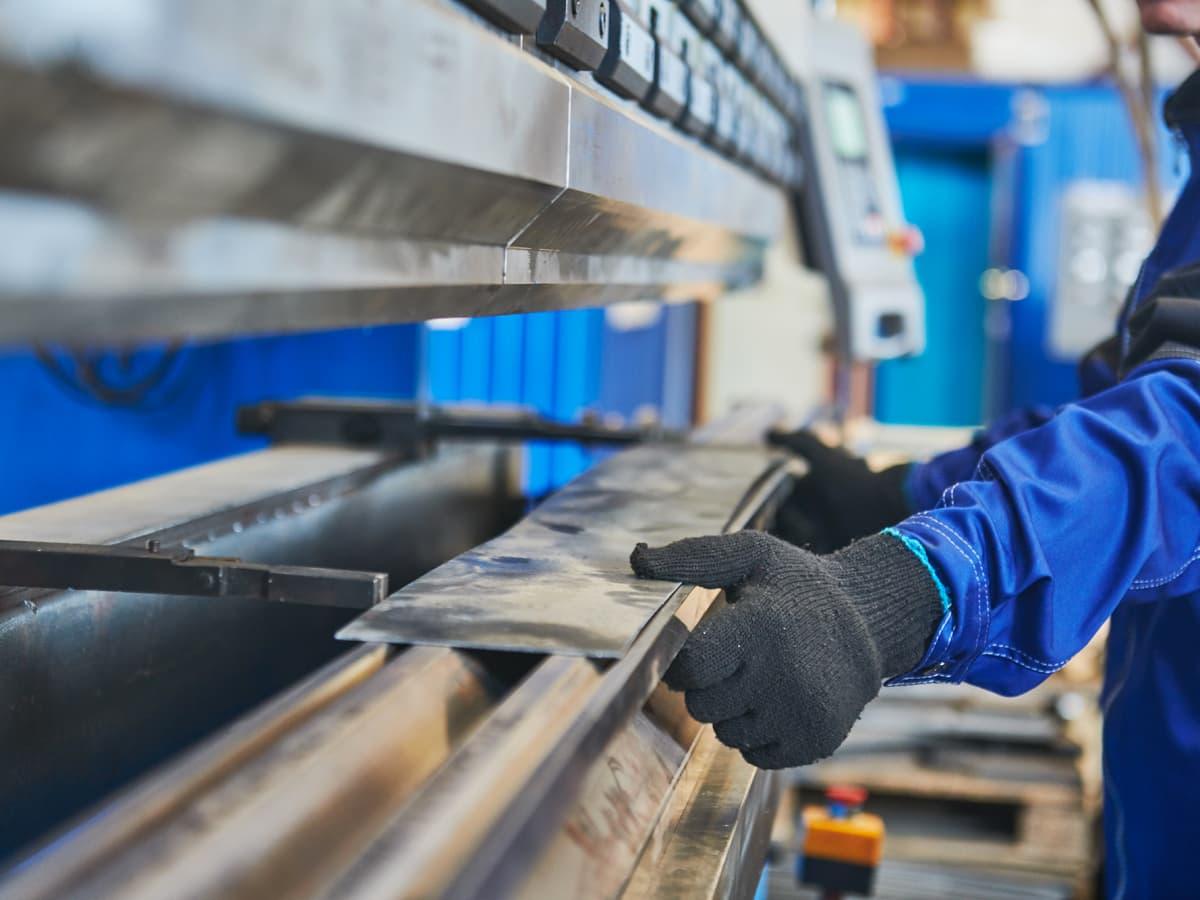 Ruinöser Preiskampf bei Blech- und CNC-Fertigern