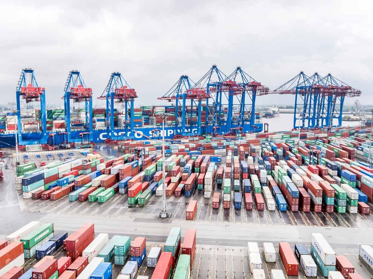 Chinesische Cosco kauft sich in den Hamburger Hafen ein